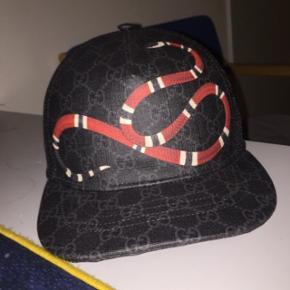 Har denne cap fra Gucci.com som jeg aldrig har brugt. Har alt OG til den. Skal væk hurtigs muligt