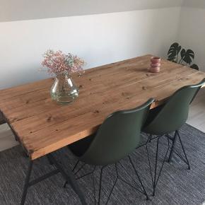 Planke bord fra hipstory sælges. Super fin stand.