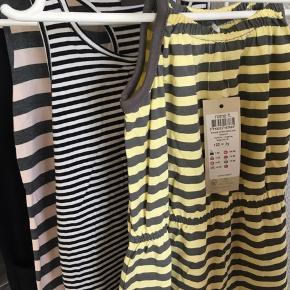 Tøjpakke: 5 kjoler (2 aldrig brugt) 1 cardigan 2 t-shirts (aldrig brugt) Esprit, Name it og Little Pieces.