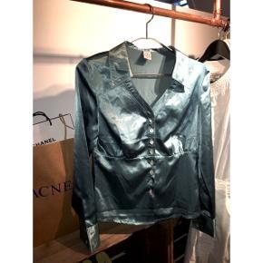 Fineste skjorte i satin Fitter xs, s og lille m