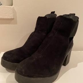Rigtige gode støvler med hæl.