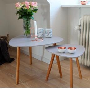 (Det første billede er lånt).  To super fine borde fra Søstrene Grene. Stadig i kasse.   Lille bord i lys grå, 40 cm i højden, 80 kr.  Stort bord i lys blå, 45 cm i højden. 65 i diameter, 120 kr.