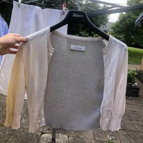 Sælger denne beige Malene Birger cardigan. Størrelse M  Kan afhentes i Vedbæk. Kom med et bud på pris