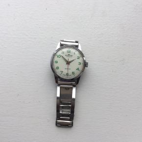 Flot vintage Fortis armbåndsur sælges..     Uret er ca 50 år gammelt, og i fin stand for alderen..     Se billederne, og vurder selv..     Det er med mekanisk urværk..     SE OGSÅ MINE ANDRE ANNONCER.. :D