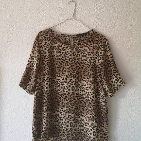 Fin t-shirt i leopardprint i str. XL ☺️🌸