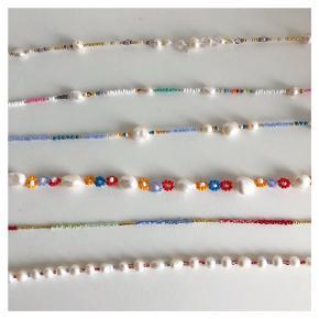 ❤️〰️Halskæder〰️ ❤️ 🌟🧡🌸🐚🌷  1. 300kr (40 cm) 2. 65kr (39,5 cm) 3. 250kr (40 cm) 4. SOLGT (41,5 cm) 5. 100kr (39 cm) 6. 125kr (39,5 cm)  Prisen i annoncen er bare random tjek priserne overfor her☝🏻  Priserne er inkl Porto med almindeligt brev med postnord. Ønsker du sendt med DAO/ts betaler du Porto :) Mængderabat gives