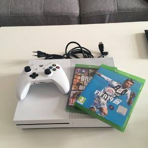 Xbox One S i meget god stand. Er som ny og er kun et halvt år gammel - stortset ikke brugt. Alt tilbehør medfølger.  Der medfølger disse spil:  FIFA 19  Grand Theft Auto 5 Forza Horizon 3 (på Xbox)