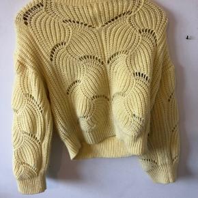 Gul sweater Ingen tegn på slid Kan sagtens fitte en smal