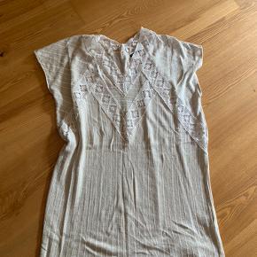 Beige vævet kjole fra ZARA