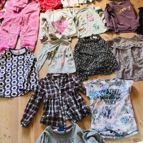 Mærker: Hummel, me too, Adidas, h&m, milk Copenhagen, Pompdelux, name it, danefæ, Puma, katvig.  Det meste i pæn stand.  Indeholder: 7 kjoler. 1 heldragt 12 lang ærmet bluser/skjorter 8 kort ærmet t-shirts 6 par lang bukser 2 par shorts 2 par solbriller 1 par Birkenstock klip klapper Lidt undertrøjer    Sælges kun samlet