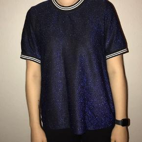 Hejsa! Jeg sælger denne fine glimmer trøje fra fransa, og jeg har aldrig brugt den,- kun at prøve den. Den har ingen skrammer 🌻 Kom gerne med et bud!