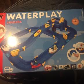BIG Waterplay Niagara 41 dele. Aldrig været åbnet.