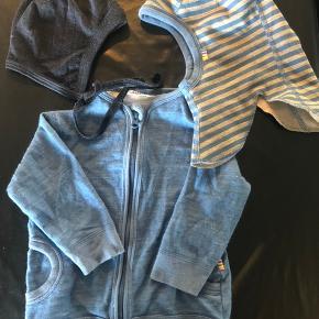 Fin tynd trøje og 2 huer. (Trøje uld/bambus, elefanthue uld/bomuld, hjelm uld/silke) Har lidt fnuller, men er ellers som nyt.