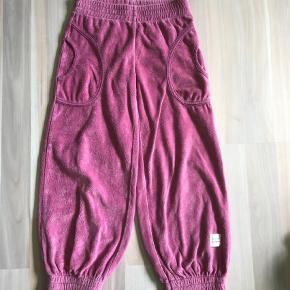 c49c3af9a745 Varetype: bløde velour bukser x2 Farve: lyserød 2 stk lyserøde velour bukser  fra krymmel. Krymmel Tøj til piger