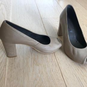 Læder sko brugt få gange og er så gode som nye.