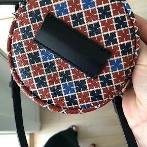 Helt ny og fin malene birger taske  Den har aldrig været brugt og har ligget i en stofpose siden jeg købte den🎁  Prisen er fast og jeg bytter ikke  Jeg har mange malene birger tasker og sælger ud, så tjek mine andre annoncer 💕