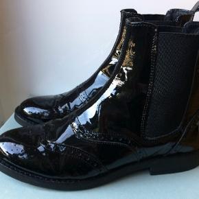 Fine ankelstøvler i læder med højglans-finish