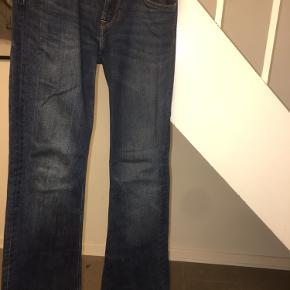LEE JEANS  W26 L33 Np: 800 kr. Mp: 150 kr. *OBS bukserne er blevet lagt op, jeg er 1.61 cm