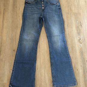 Jeans kun brugt en gang. Fejlkøb. Str. W32-L32. Jeg bruger 40/42 i bukser.