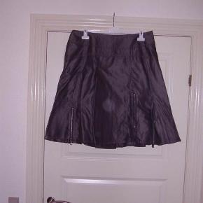 One Two lækker nederdel sølvgrå  Byd :-)