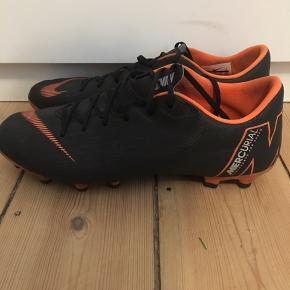 Nike fodboldstøvler - Intet galt med dem og de sælges pga de er for små til mig dsv:(