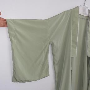 Fineste mintgrønne vintage kimono, fitter onesize.