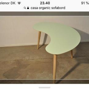 Helt nyt (stadig i æske) bord fra casa organic 😊 Bordet har egetræsben og pladen er den fineste sarte grønne farve i højtrykslaminat med en sort kant under. Lavet af NJA furniture A/S 😊 Kan afhentes på langenæs Måler: B: 99 L: 58 😊