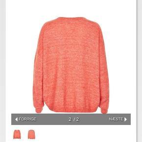 Varetype: Gaby V-pullover Størrelse: Small Farve: Coral Oprindelig købspris: 899 kr.  Kun brugt en smule og vasket 1 enkelt gang... Super fin stand... Bytter ikke...