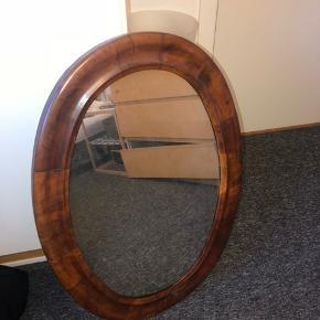 Sælger mit retro spejl! Det er købt i en genbrug, kan dog ikke huske hvad prisen var. BYD! Spejlet er brugt, men det har charme!🤪