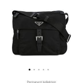 Super lækker Prada taske har bevis på den er original ingen kvit. Skriv Privat på yderlige  billeder  (BYD GERNE)