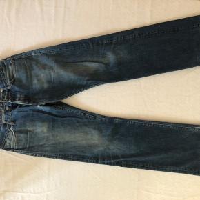 Double trouble!  Haps disse to utrolig lækre vintage bukser fra vores alles yndlings brand: Acne Studios.   Blå bukser: 32/32 Lyse bukser: 33/32