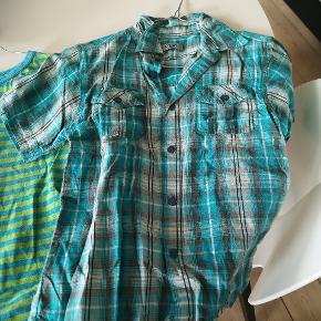 Mange fine drenge t-shirt og skjorter mm i str. 122-134. 10 kr stk.