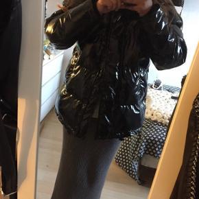 Super lækker lack jakke fra Monki. Np 699kr. Byd løs🥰