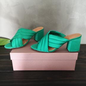 Smukke grønne Billi Bi sandaler. De er helt nye. Str 38. Hælen er 7,5 cm. Nypris 900 kr.