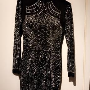 Sælger denne fine kjole da den er for lille:) fejler ingenting og er i god stand