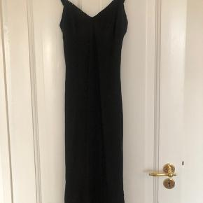 Super fin kjole fra Mille K. Aldrig brugt.  Bytter ikke.