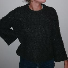 Lækker og varm sweater fra Mango, ikke tegn på brug (ingen fnuller eller huller).