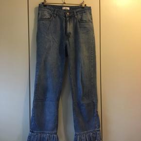 Sælger disse fede jeans fra Envii! Bukserne har flæser i bunden, som kan des på billederne:)) Byd!