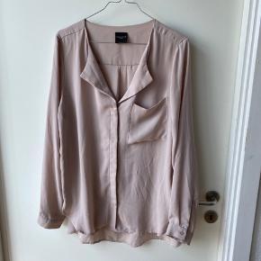 Løs oversize skjorte brugt få gange.