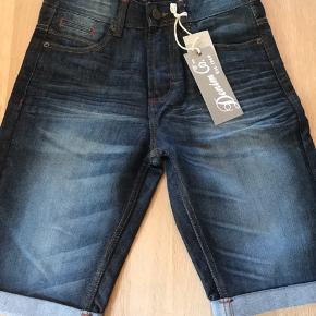 Helt nu demin shorts, købt i London men for små