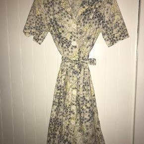 Super fin kjole fra Stella Nova - kjolen er en str 42, men fitter som en M.   BYD  Skriv for flere billeder🌞  Er fleksibel ift. priser💚