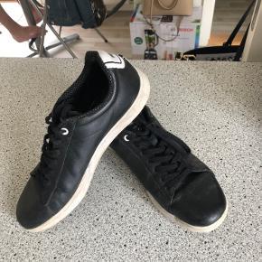 Lækker sko i skind fra Lacoste