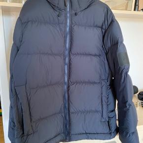 Sælger denne fede jakke. Den er brugt få gange. Aldrig vasket eller renset. Sender med gls for købers regning. Handler mobile pay Ved ts betaler køber gebyr