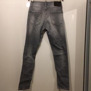 Dsguared2 jeans str 44 sælges.