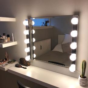 Spejl med tilhørende lys sælges samlet. Købt i IKEA. Hentes på Nørrebro 🌸
