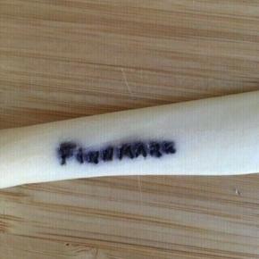 Finnmark kniv i ben -fast pris -køb 4 annoncer og den billigste er gratis - kan afhentes på Mimersgade 111 - sender gerne hvis du betaler Porto - mødes ikke andre steder - bytter ikke