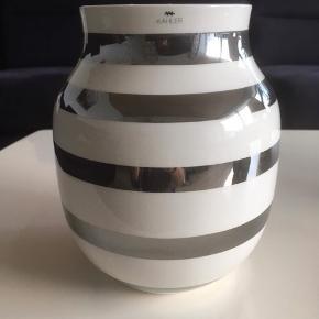 Stor vase 200  Lille vase 100  Lampe 200 (ikke kahler men passer perfekt til)