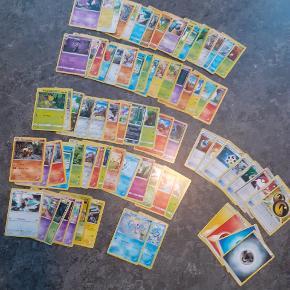 En pakke med random Pokemon kort i rigtig flot stand Befinder sig pt i Aalborg centrum kan mødes.  100kr