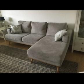 2 år gammel sofa. Ingen tegn på slid. Sælges udelukkende fordi udskiftning. Nypris var 5000,-   230x145x90