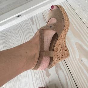 Varetype: Sandaler Farve: Sand Oprindelig købspris: 1200 kr.